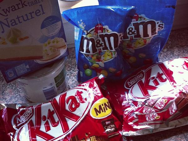 Kitkat M&M taart.