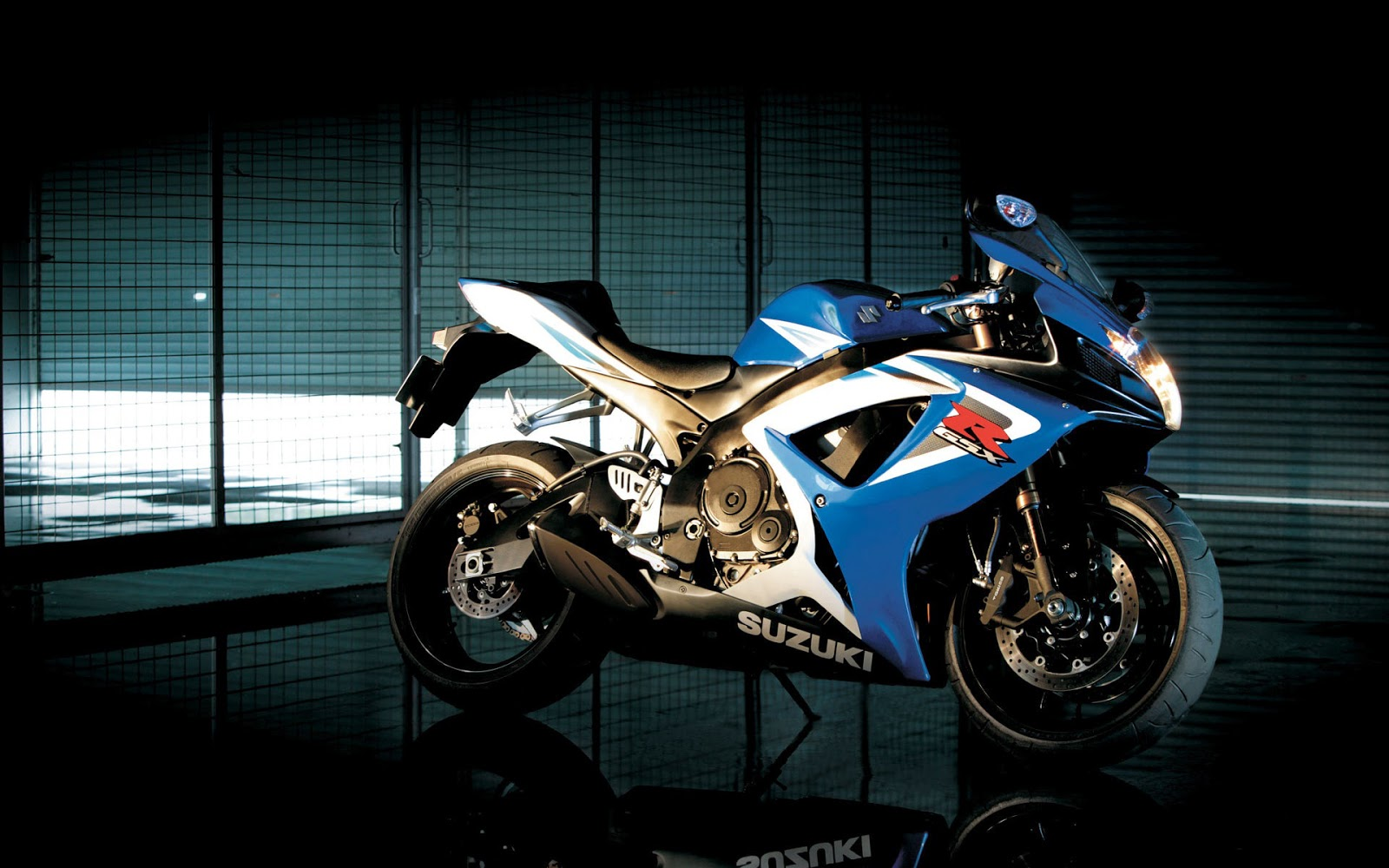 Suzuki GSX R750 Bike Wallpaper