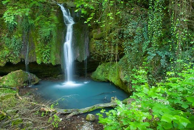 descriptive essay on waterfalls