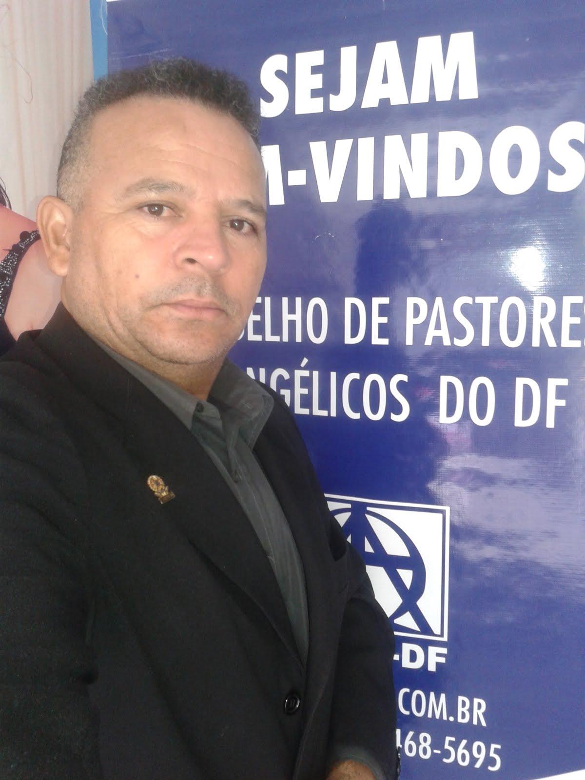 Pastor Ronne