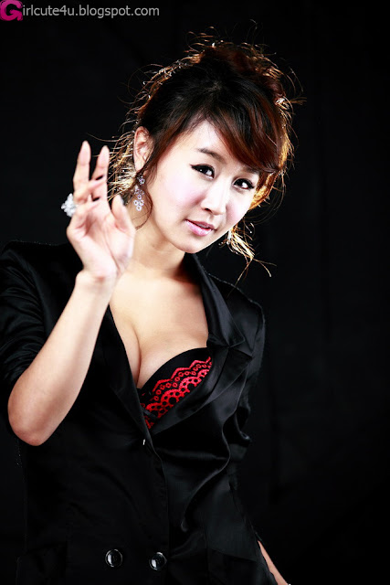 2 Seo Yoon Ah - Sexy in Black-very cute asian girl-girlcute4u.blogspot.com
