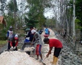 Tingkatkan Pembangunan Pemdes Ngrejeng Perbaiki Jalan Desa