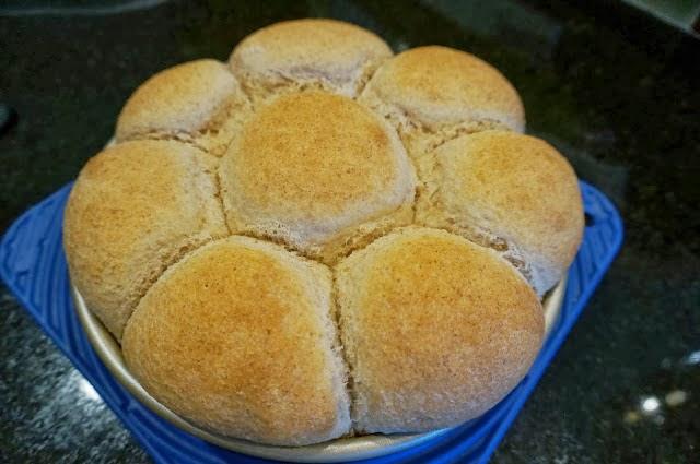 dinner rolls, bread