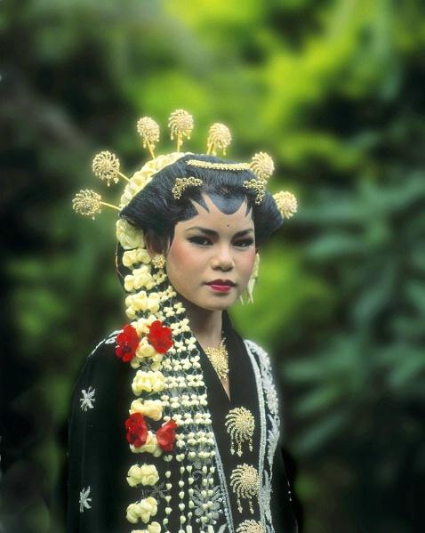 Javanese bride, Irian Jaya, Indonesia