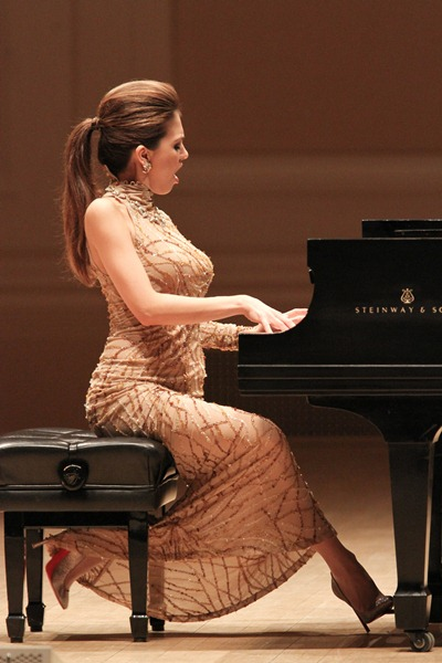 The Hottest Pianist in the World: Who is hotter? You decide...