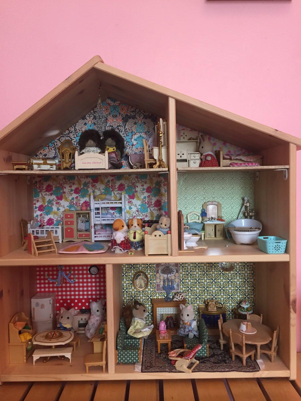 petits homeschoolers ikea flisat hack ateliers de bricolage autour d 39 une maison de poup e. Black Bedroom Furniture Sets. Home Design Ideas