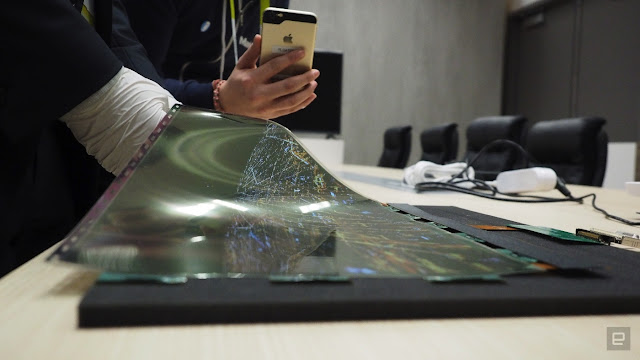 LG Launches Rollable OLED TV Screen, You Can Fold It Like A Newspaper (Photos)