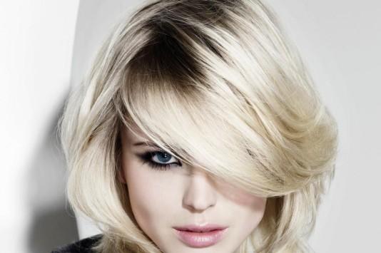 Corte de cabelos loiros platinado
