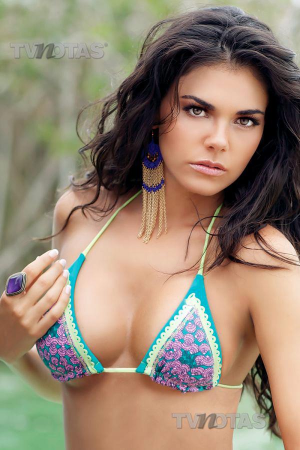 Livia Brito En Bikini O Traje De Bano Pictures