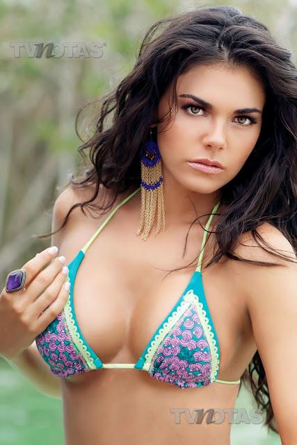 Livia Brito en bikini o traje de bano ~ Livia Brito