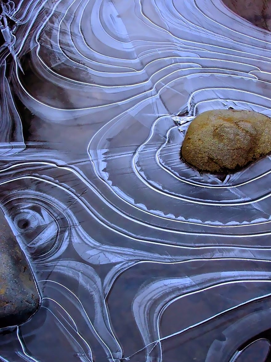 7. Mesmerizing Patterns In A Frozen Pond - 18 Beautiful Frozen Lakes, Oceans And Ponds That Resemble Fine Art