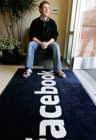 Pada tahun 2004, mark zuckerberg telah menubuhkan pelopor kepada