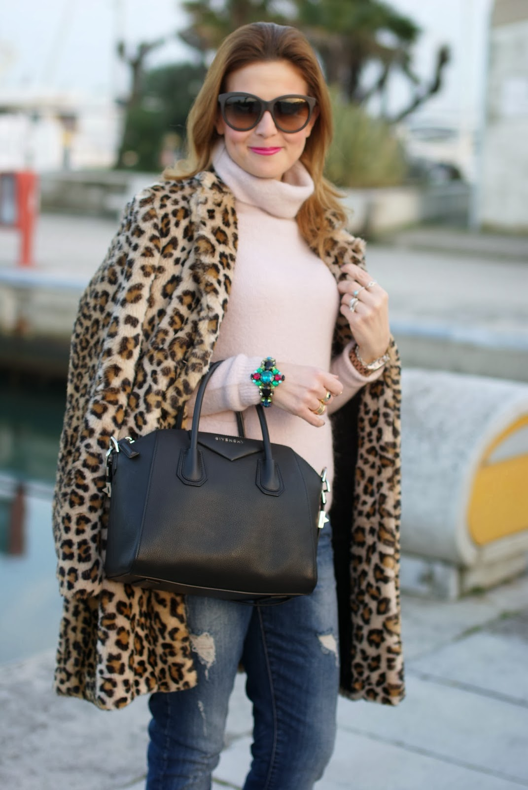zara leopard coat, leopard faux fur coat, pink sweater, noisy may jeans, givenchy antigona bag, fashion and cookies, fashion blogger