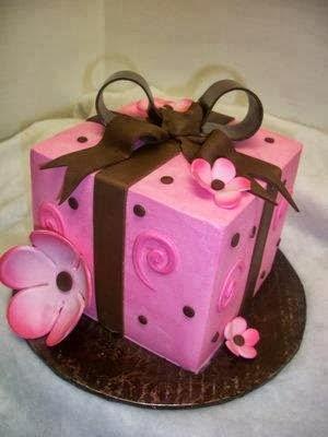 Tarta caja de regalo rosa