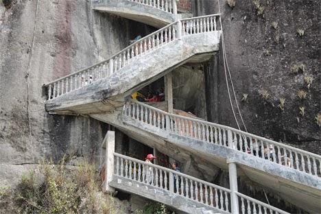 شكل السلالم الرائعة لصخرة جوتيبا بكولومبيا
