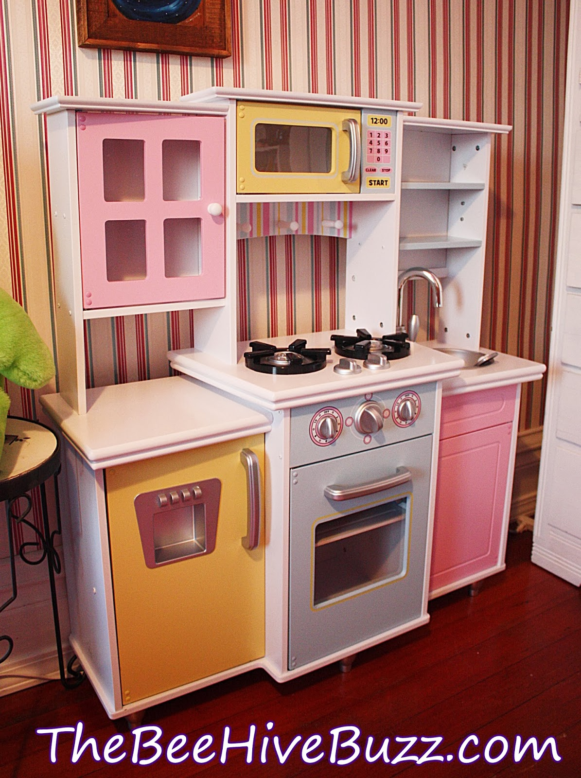 The Bee Hive Buzz: Get Cooking With KidKraft Play Kitchens!