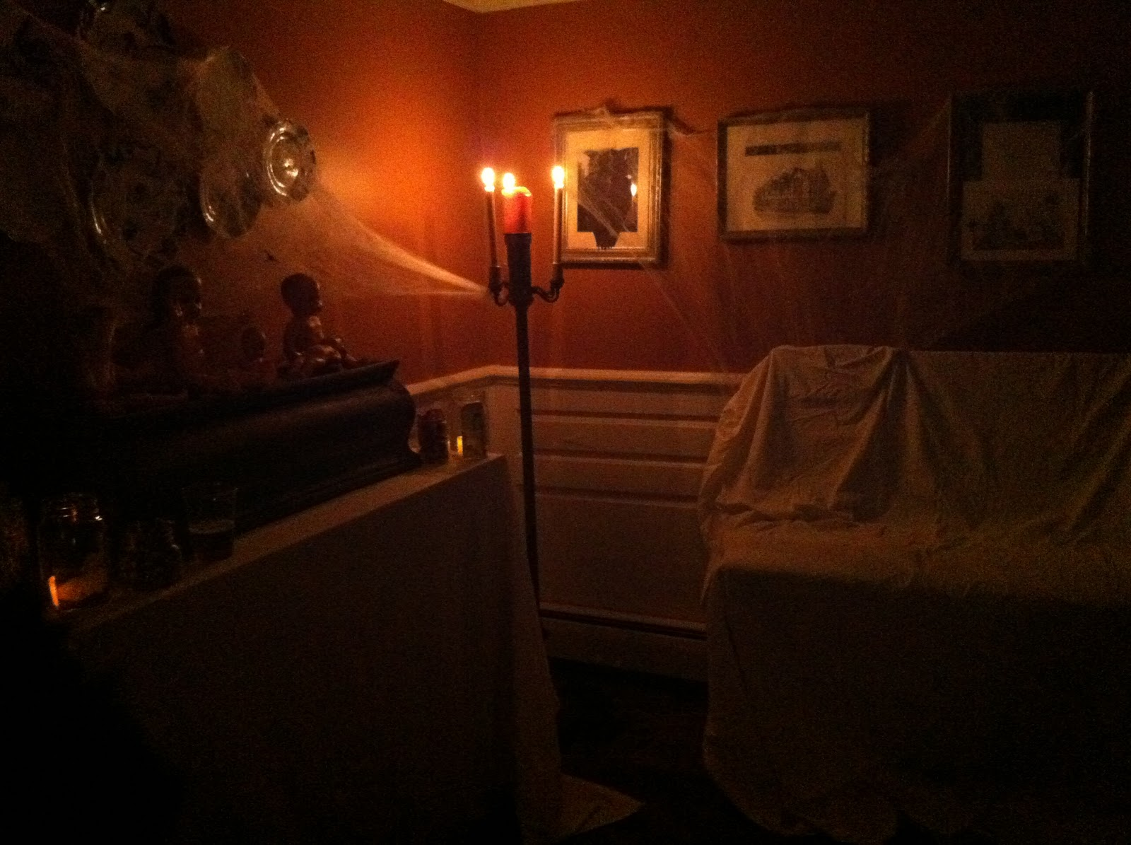 Decorating Ideas > Spooky Room  Viewing Gallery ~ 053555_Living Room Halloween Party