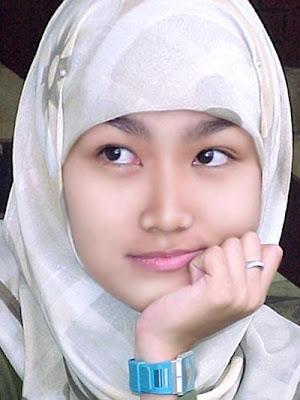 Wanita Muslimah Cantik Berjilbab