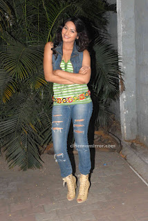 Kannada_Heroine_Ragini_Dwivedi_Latest_Hot_Photo_Shoot_Gallery_02.jpg