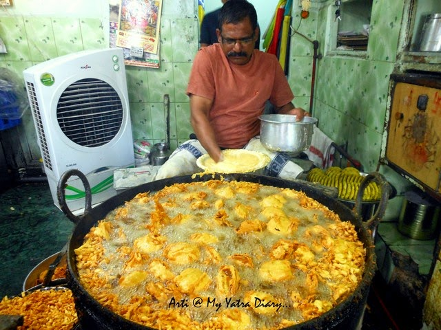 Piping hot breakfast of Pune, Vada Pav's being fried at Garden vada pav jaunt in Pune camp, Maharashtra