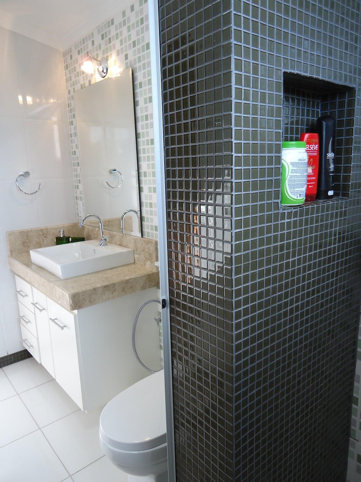 parede revestida com pastilhas cerâmicas na cor verde musgo #4F647C 1200x1600 Banheiro Com Pastilha Em Uma Parede