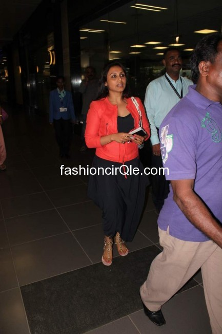 Rani Mukherjee piclick at airport in black dress pics sabhotcom %25283%2529 - Rani Mukherjee at airport in black harem pants