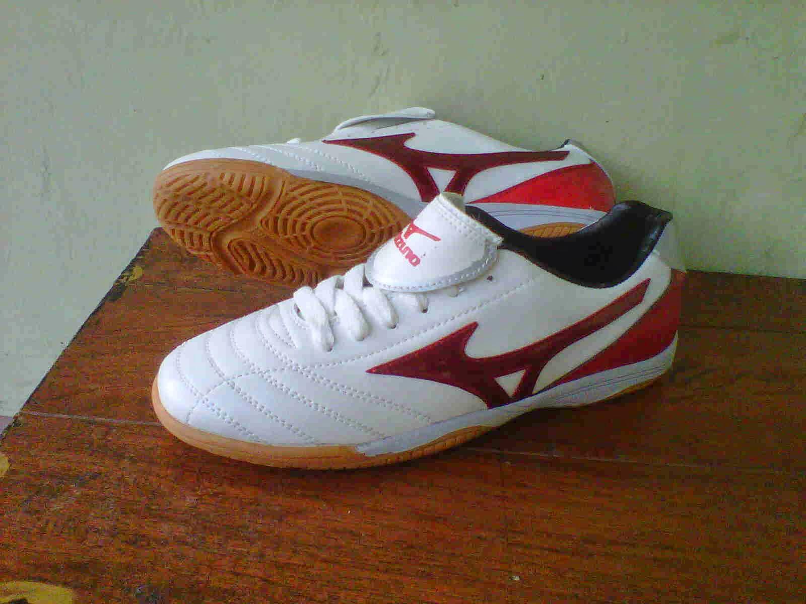 Grosir Sepatu Futsal Murah Berkualitas Agustus 2014 Mizuno  Ber Kualitas Putih Merah