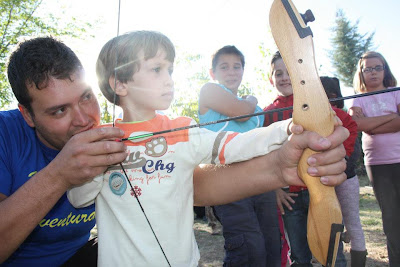 Actividades para niños tiro con arco en Camping La Lomilla, Jérez del Marquesado