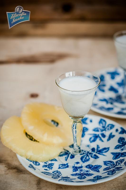 Przepis na likier ananasowo-kokosowy