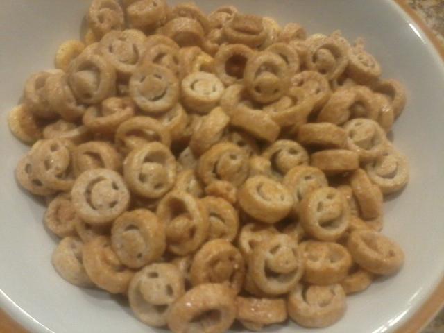 cheerios, apple cinnamon smiles, apple chips. green tea kit kat, multi ...