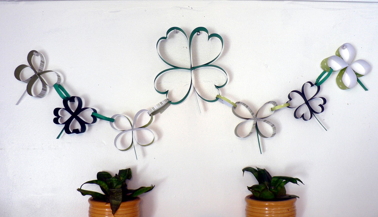 How To Paper Shamrock Chain Bless This Mess