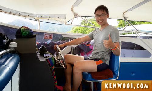 tour speedboat driver