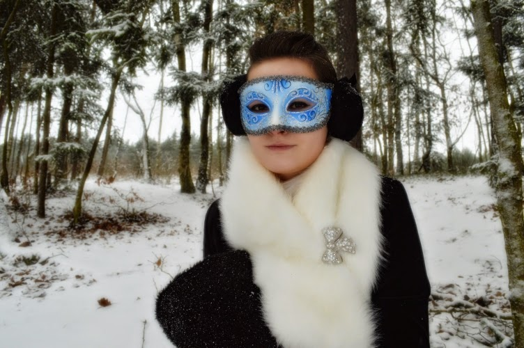 ootd, outfit, winter, lolita, blue, japan, snow, muff, handwarmer, petticoat, black, white, velvet, earmuff, fur, venezia, mask, carnival