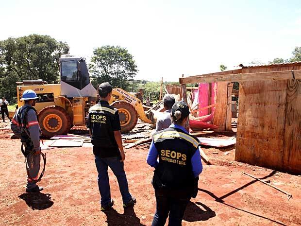 Operação do GDF derruba barracos no Vila do Boa