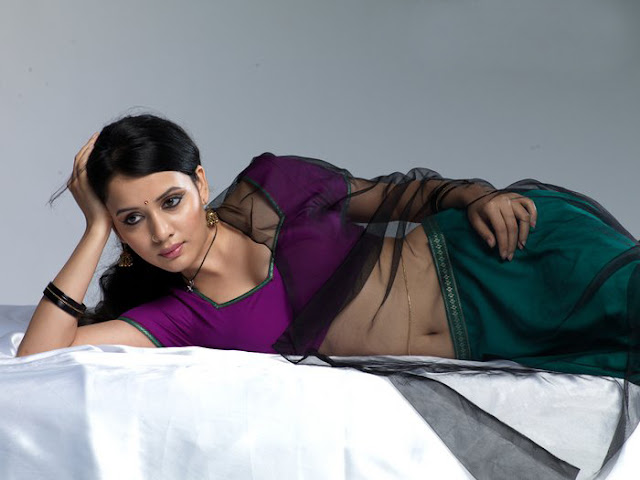 Hot Tamil Actress Sulagna Panigrahi Hot Navel Show Photos