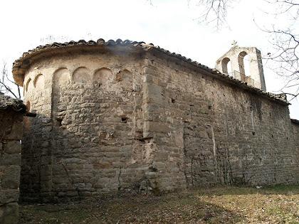 La cara nord de l'ermita de Sant Genís Sadevesa