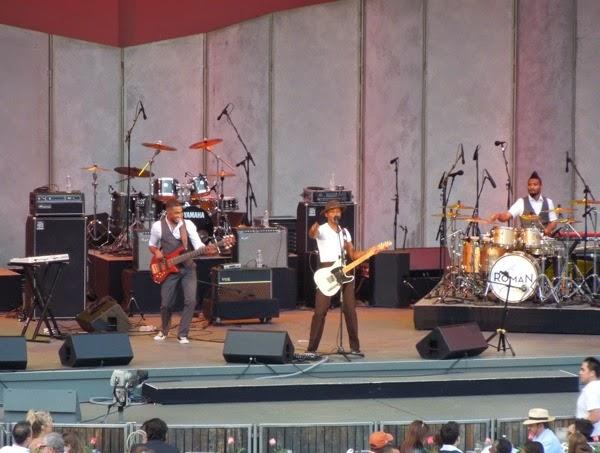 Roman Gianarthur sings Hollywood Bowl June 2014