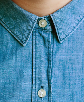 Chambray shirt with buttoned up collar