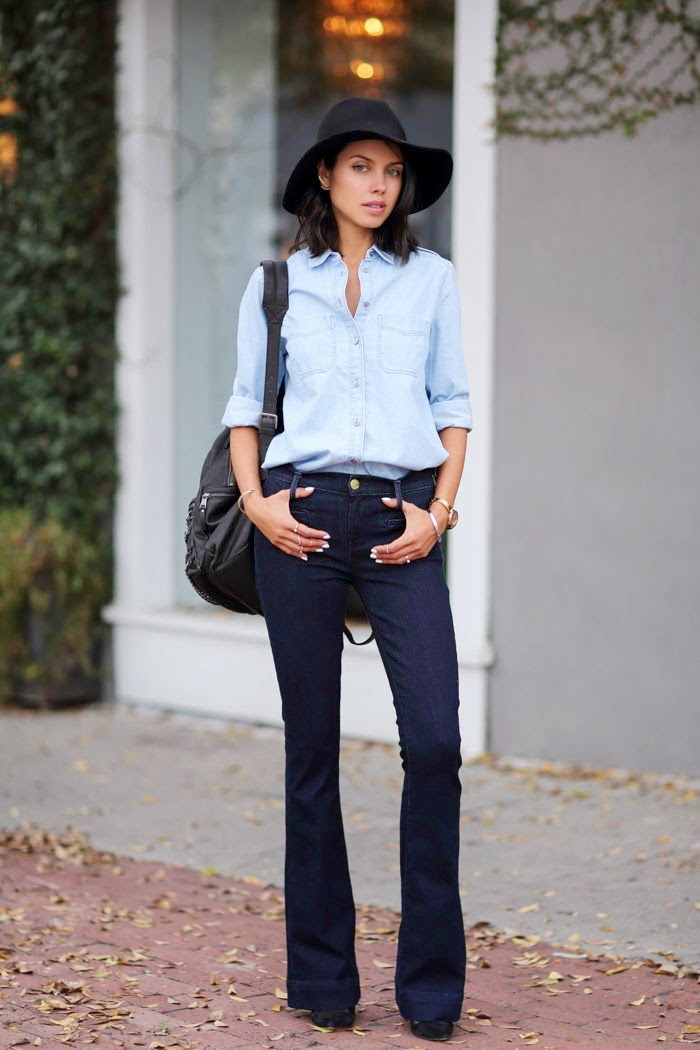 Look total -  calças  flair de ganda escura e camisa de ganga clara