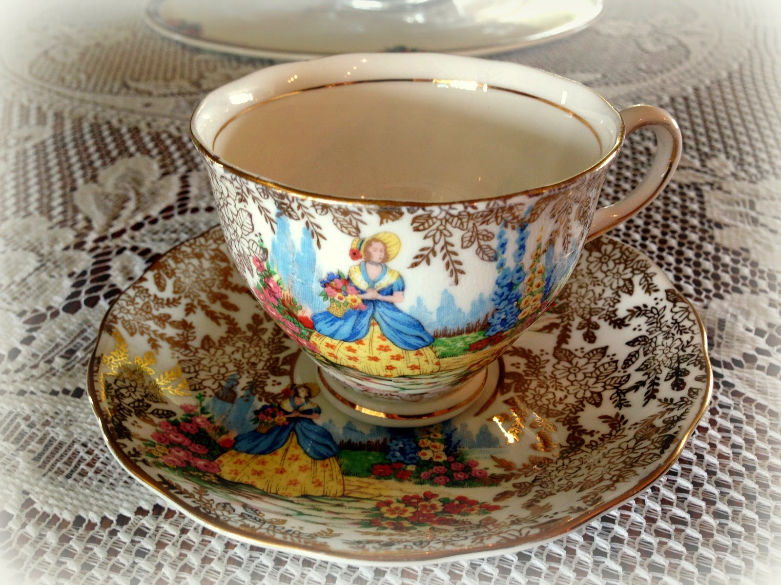 Crinoline Lady Teacup