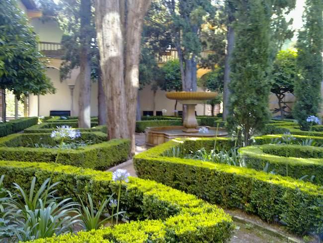 Madrid curioso el jard n de las tres culturas rabe for Jardines nazaries
