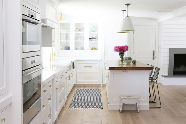 Antes y despu s una cocina blanca con toques dorados for Cocinas bonitas blancas