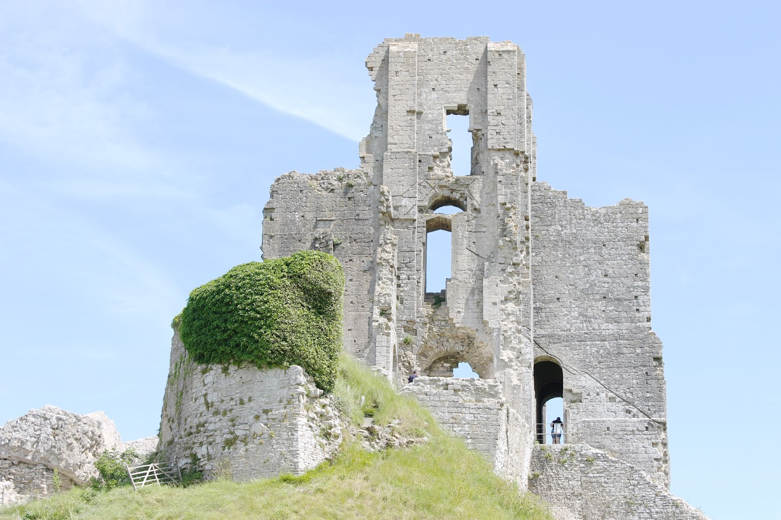 corfe castle, corfe castle ruins, corfe castle dorset, family days out