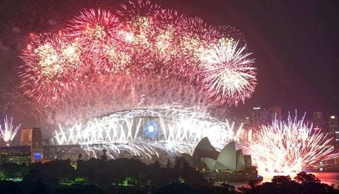 Foto kembang api malam tahun baru di Sydney australia