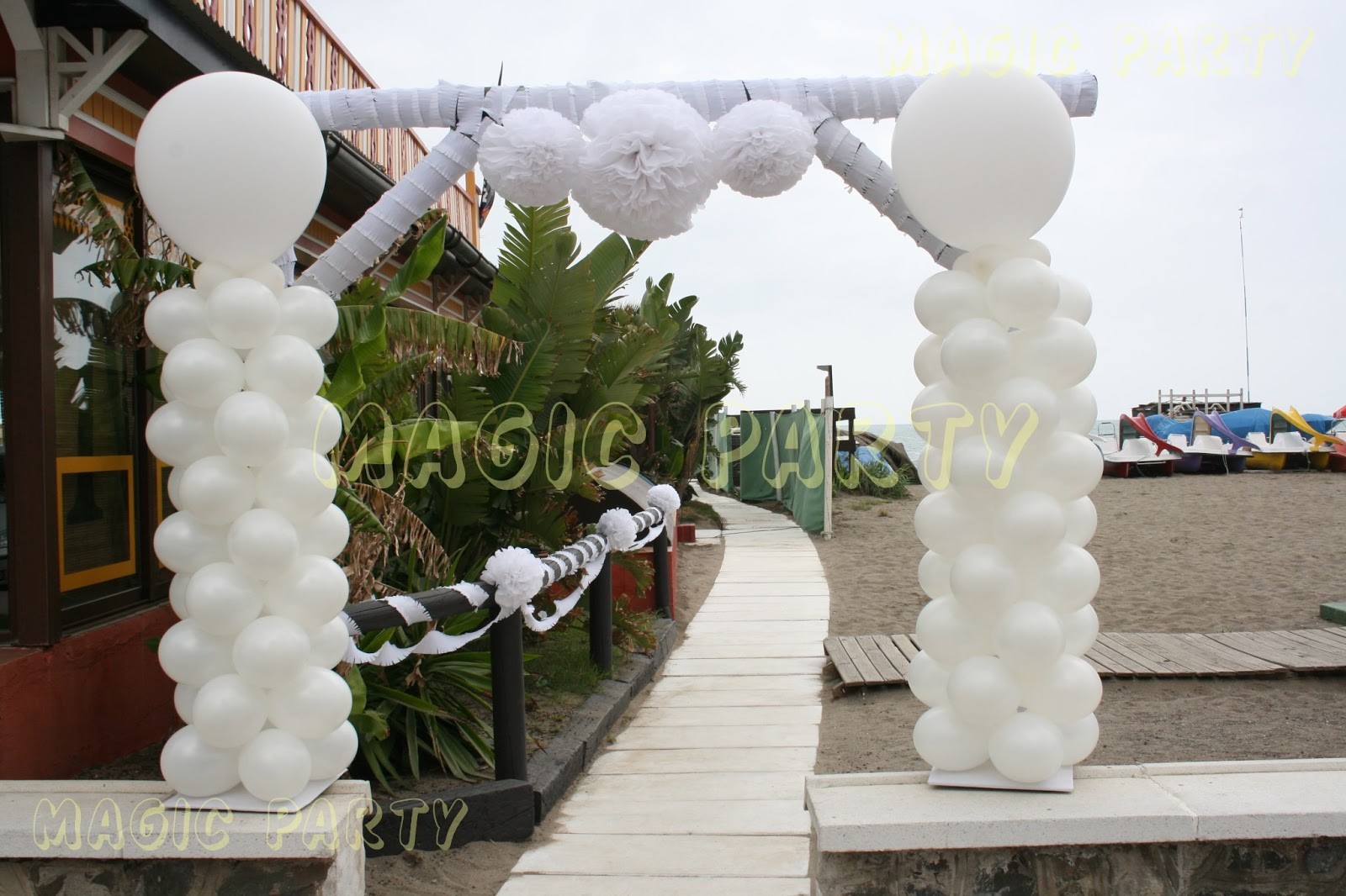 Magic party boda ibicenca en la playa for Arreglos con globos para boda en jardin