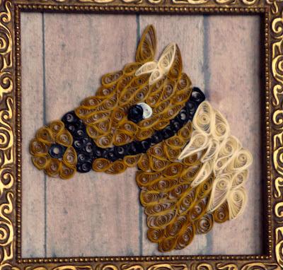 Голова лошади, сделанная в технике квиллинг, в рамке