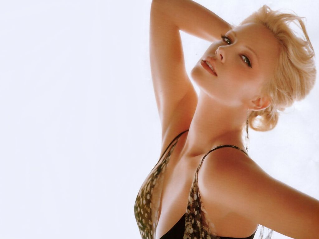 Hot charlize theron 39 s wallpapers world amazing for Hot wallpapers world