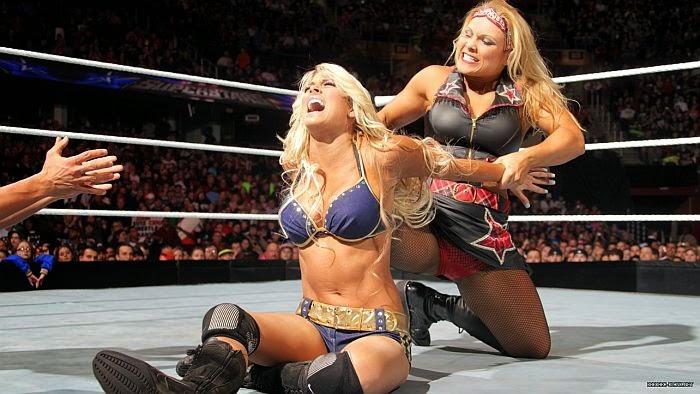Beth Phoenix-Kelly Kelly-WWE-WWE Divas