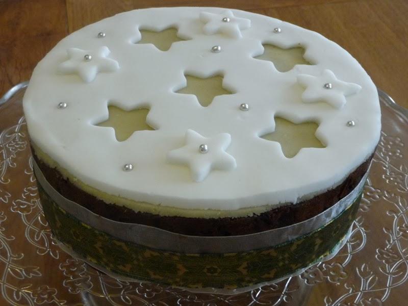 Christmas Cake Decorating Ideas Waitrose : REVIEW: Waitrose Christmas Cake Kit 2013 and decorating ...