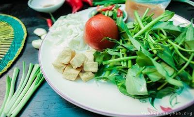 Canh rau muống nấu chua chay thanh đạm 1